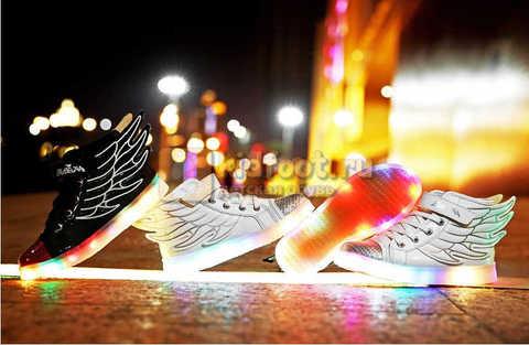 Светящиеся кроссовки с крыльями с USB зарядкой Бебексия (BEIBEIXIA), цвет белый серебряный, светится вся подошва. Изображение 6 из 18.