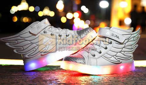 Светящиеся кроссовки с крыльями с USB зарядкой Бебексия (BEIBEIXIA), цвет белый серебряный, светится вся подошва. Изображение 7 из 18.