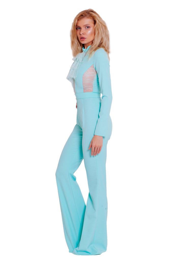 Комбинезон мятный с расклешенными брюками и с кружевными вставками