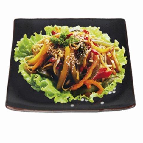 Лапша с овощами в карри соусе