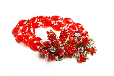 Восхитительный красный браслет от Miriam Haskell