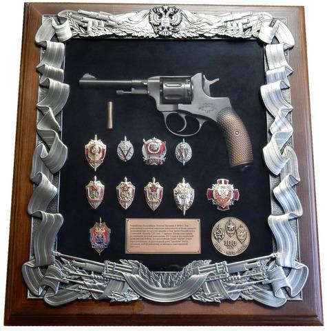 Панно  с револьвером Наган и знаками ФСБ