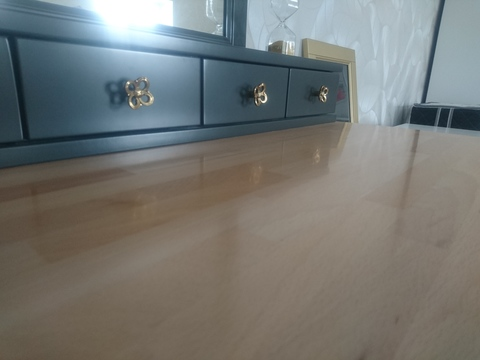 Макияжный столик с зеркалом