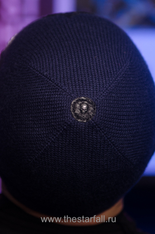 Шапка «Unbeaten» от 7.17 Studio Luxury с тремя крестиками