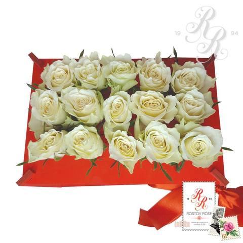 15 белых роз в пробирке