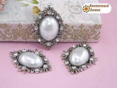 Камни овалы в серебряном ромбовом обрамлении белые