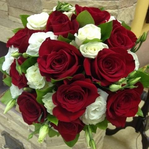 № 64. Яркий букет невесты с красными розами.