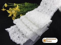 Ткань Розы на сетке белые
