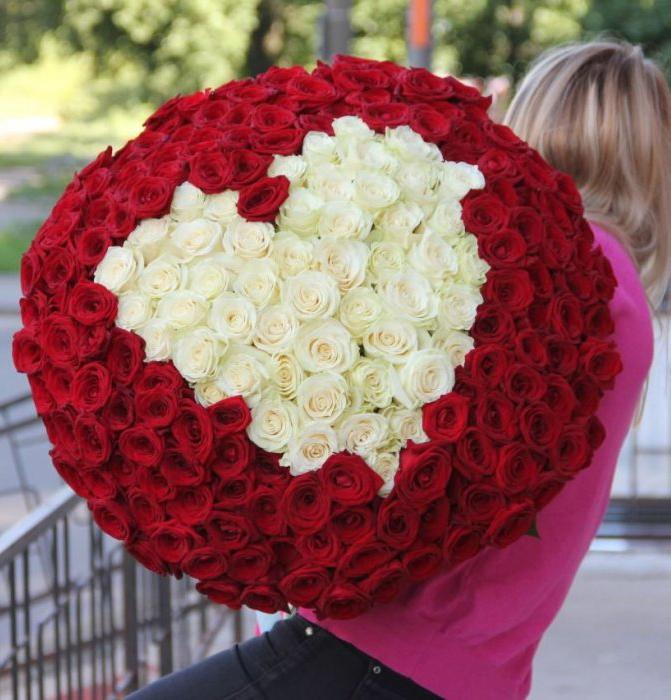 Букет 201 красная роза с белым сердцем