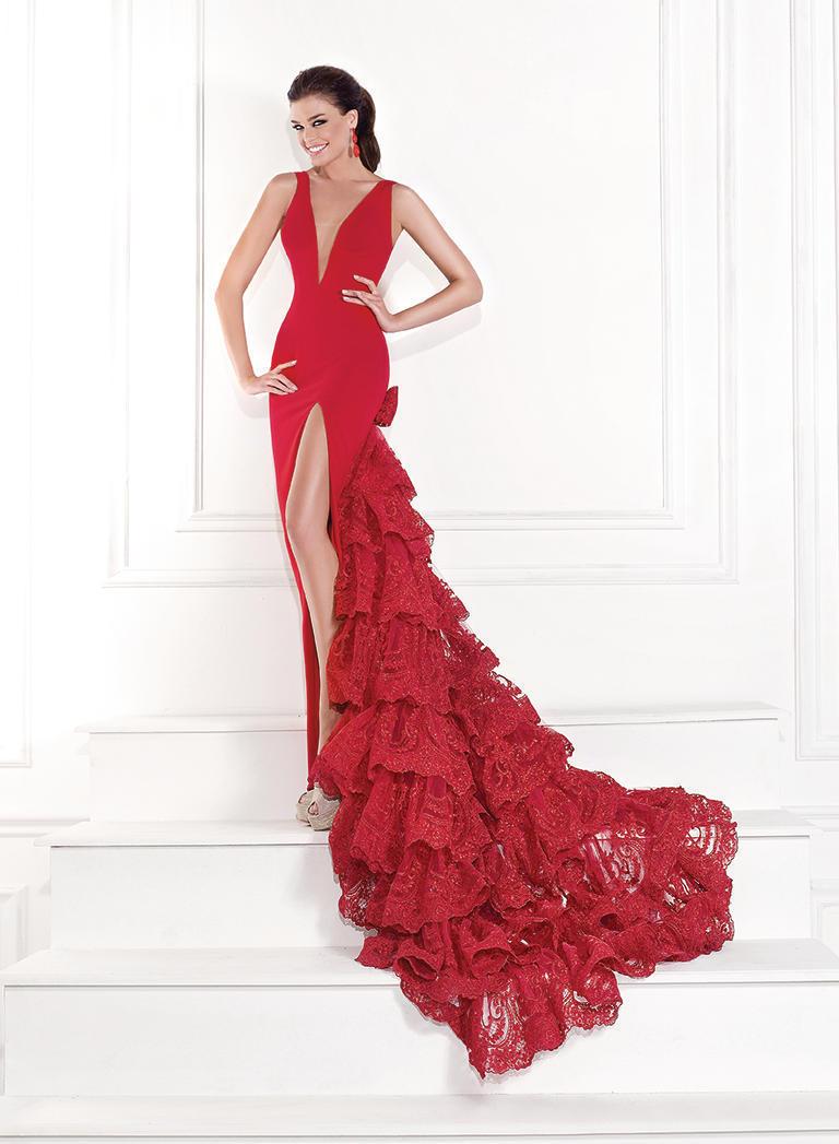 Длинное платье с шлейфом в цвете CREAM Tarik Ediz 92624