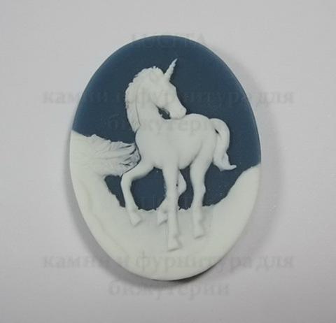"""Камея """"Единорог """" белого цвета   на синем фоне 40х30 мм ()"""