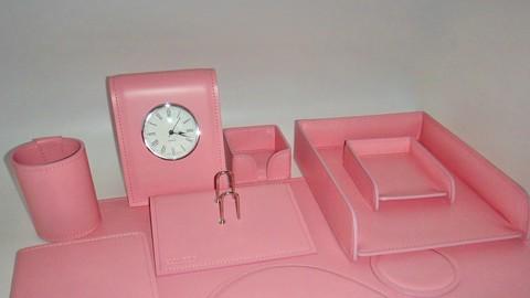 Аксессуары на стол руководителя из розовой кожи Cuoietto.