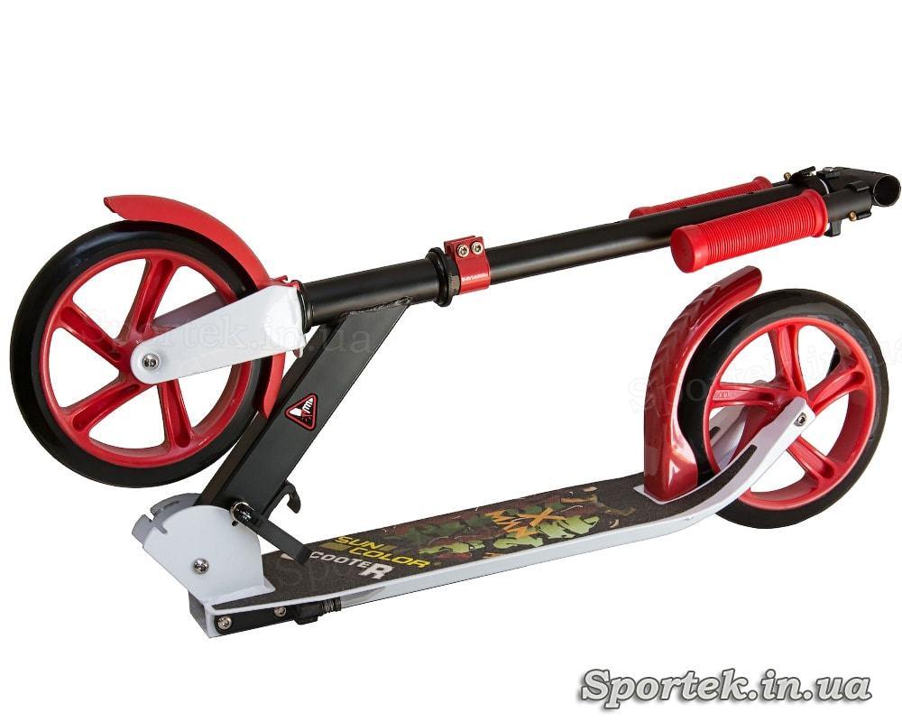 Двухколесный железный самокат Sun Color Scooter для подростков в  сложенном виде