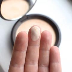 BECCA Shimmering Skin Perfector Pressed пудра-хайлайтер