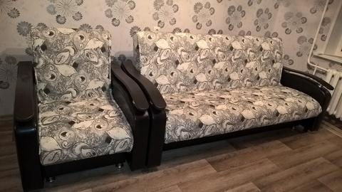 Диван с креслом