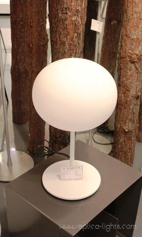 replica   Glo-Ball  table lamp