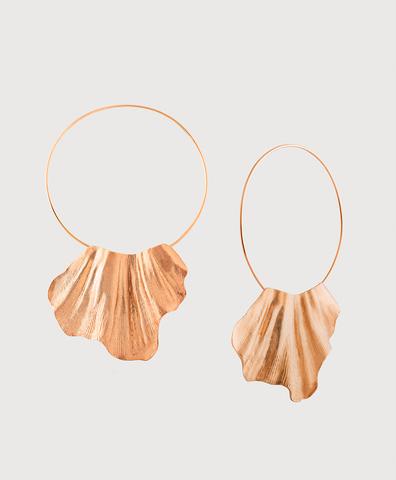 Серебряные серьги раковины на кольцах с золотым покрытием