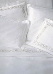 Пододеяльник 200х200 Christian Fischbacher Luxury Nights 768 белая вышивка