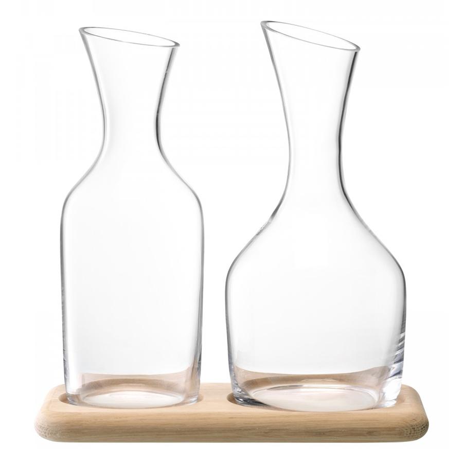 Набор из кувшинов для вина и воды на деревянной подставке LSA G1166-00-991Графины и кувшины<br>Коллекция Wine—&amp;nbsp,&amp;nbsp,воплощение элегантности, минимализма и изысканности. Набор из графинов для вина и воды на подставке из натурального дуба станет украшением стола. Безупречное качество стекла ручной работы от LSA International и утонченный дизайн делает этот сет прекрасным подарком на любой праздник.<br>