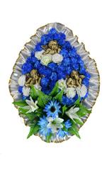 Венок украшенный цветами астр, лилий, гвоздик, ромашек с ангелами