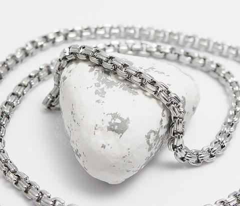 Стильная цепочка из стали серебристого цвета