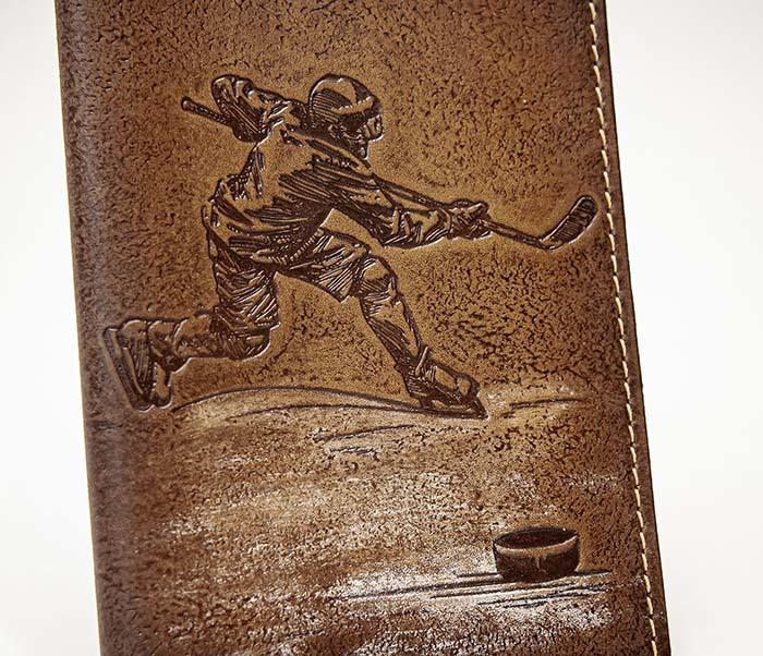 BY14-38-03 Обложка для паспорта «Хоккей» из натуральной кожи фото 02