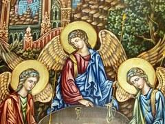 Инкрустированная живописная икона Троица 42х29см на натуральном кипарисе в подарочной коробке