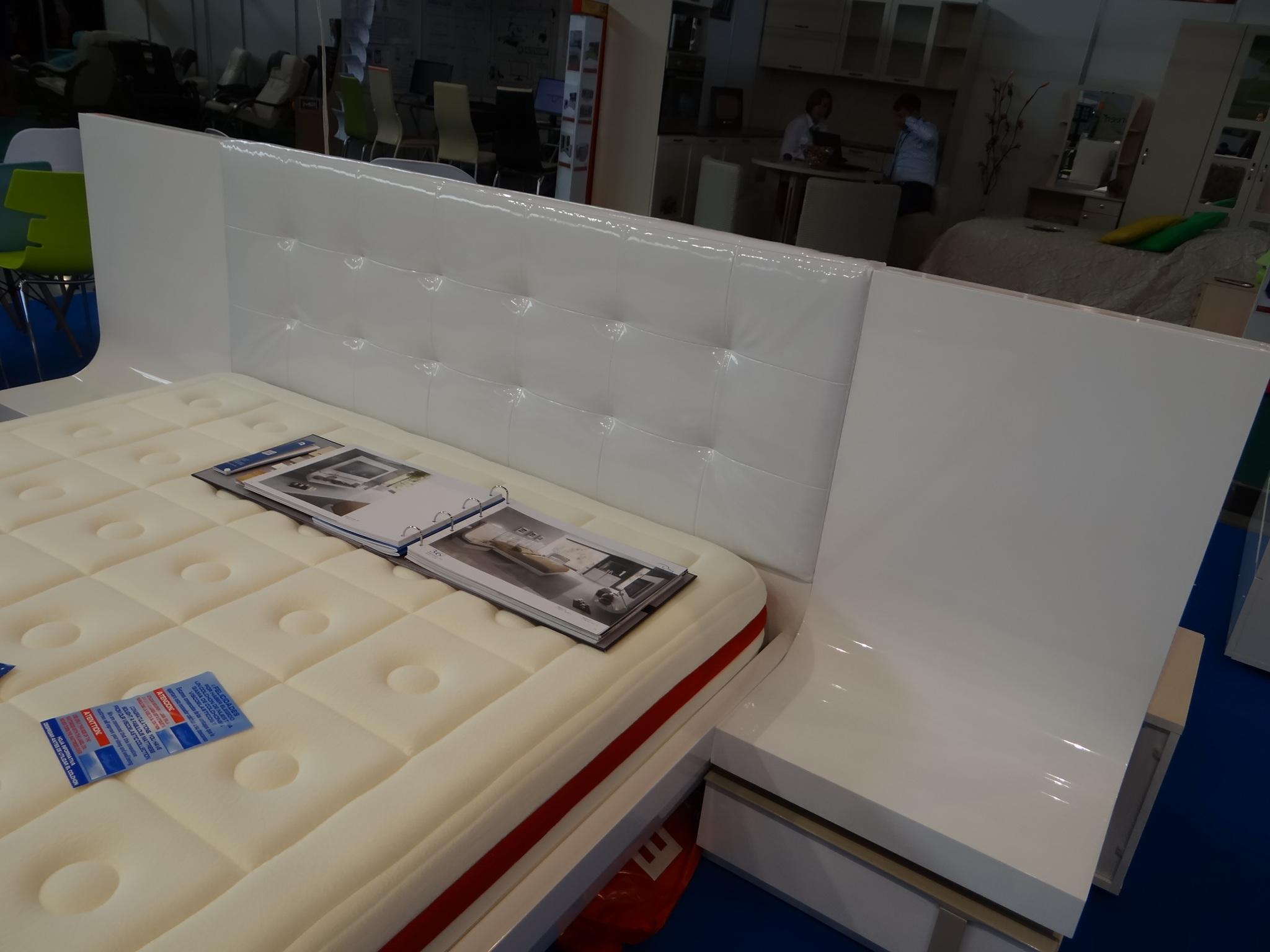 Кровать Fenicia Mobiliario 514 GRANADA белоснежная с подсветкой с тумбочками