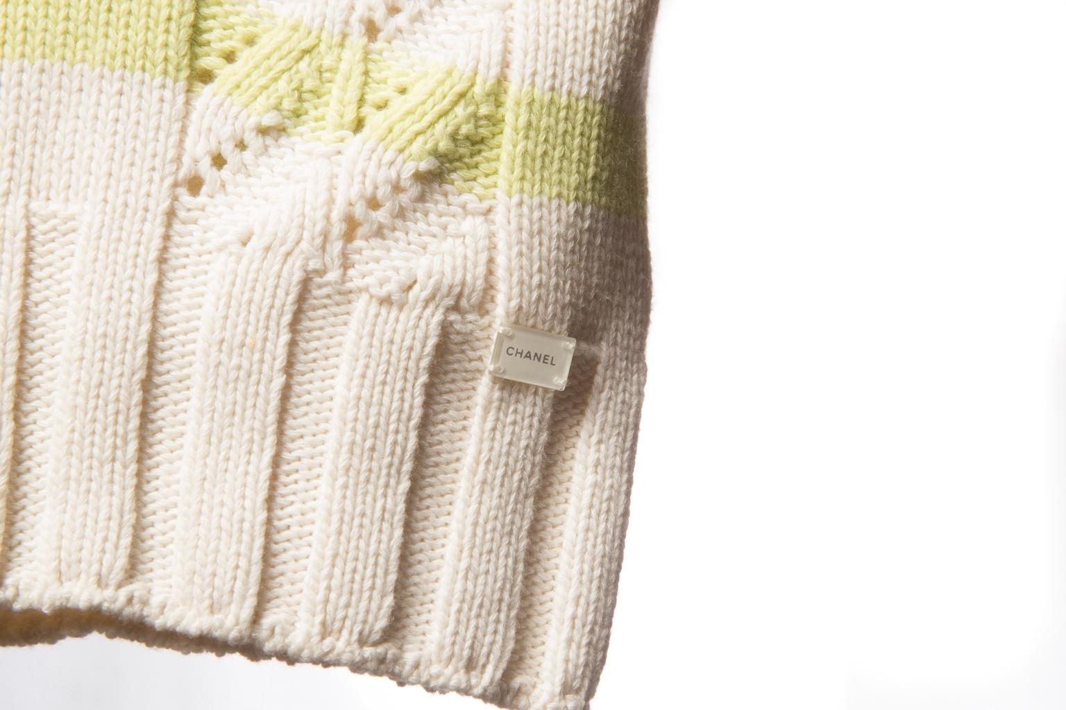 Красивый кашемировый свитер от Chanel, 36 размер.