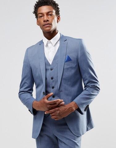 Светло-голубой пиджак узкого кроя