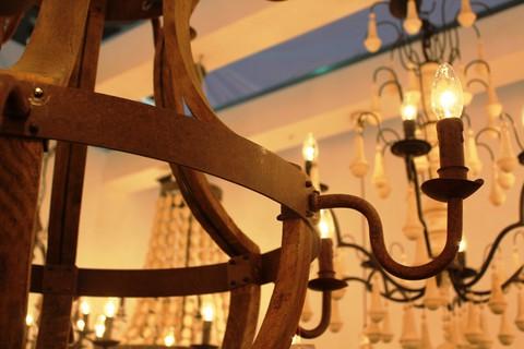 vintage chandelier  01-57 ( by Funky Vintage )