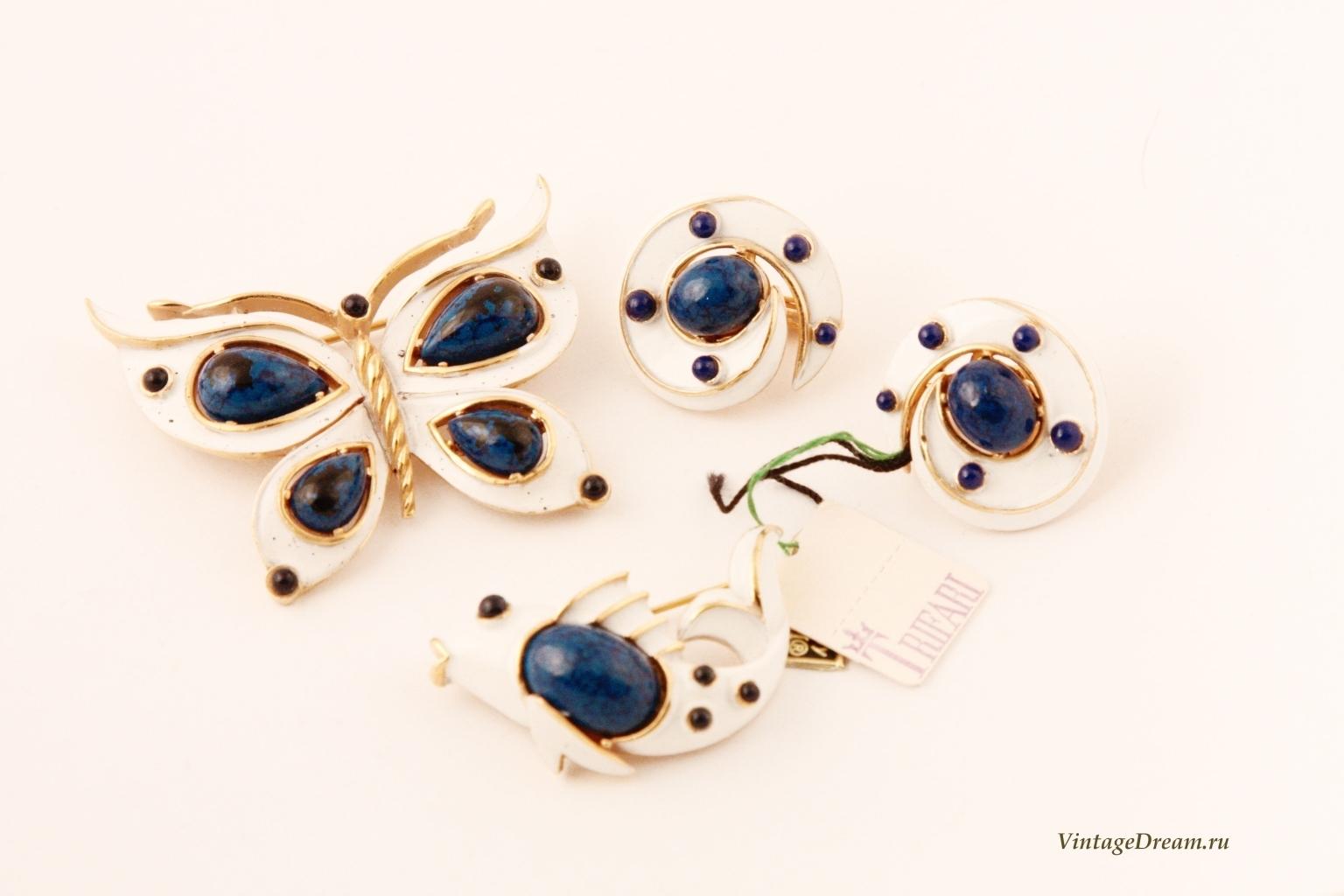 Очаровательная брошь с эмалью и синими кабошонами Рыбка от Trifari.