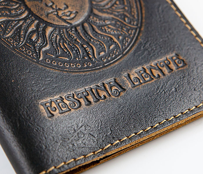 BY04-14-01 Кожаная обложка для авто документов с рисунком «Festina Lente» фото 03