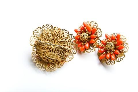 """Красивый комплект (брошь и клипсы) """"Коралловые цветы"""" от  Miriam Haskell"""