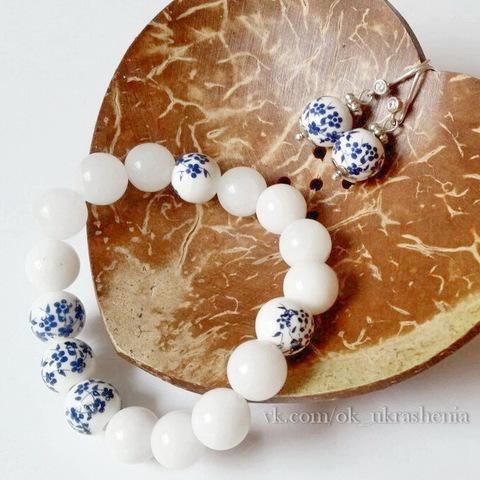 """Бусина фарфоровая шарик """"Незабудки"""", цвет - белый с синим, 10 мм (Комплект украшений ручной работы. Пример)"""