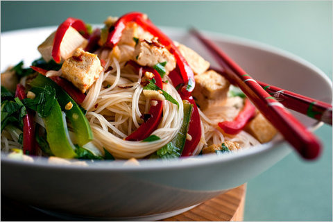 https://static-eu.insales.ru/images/products/1/8044/13705068/fried_noodles_tofu.jpg