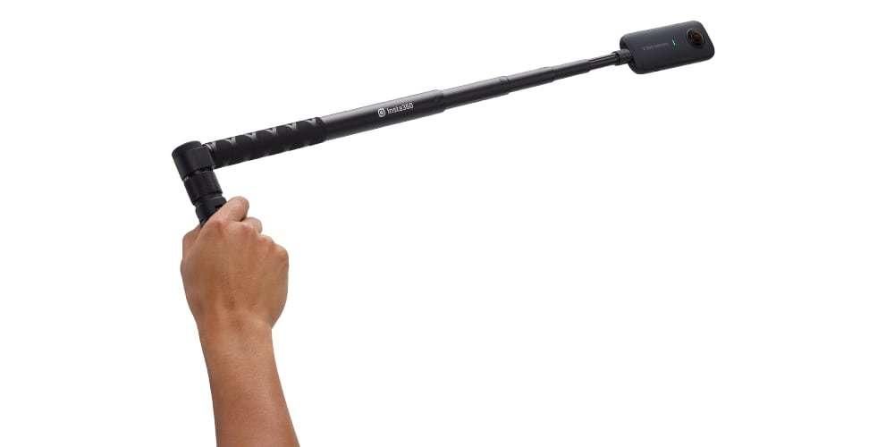Комплект Insta360 Multi-function BulletTime Bundle for One X в руке
