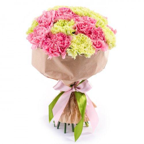Купить букет с салатовой и розовой гвоздикой в Перми 21шт