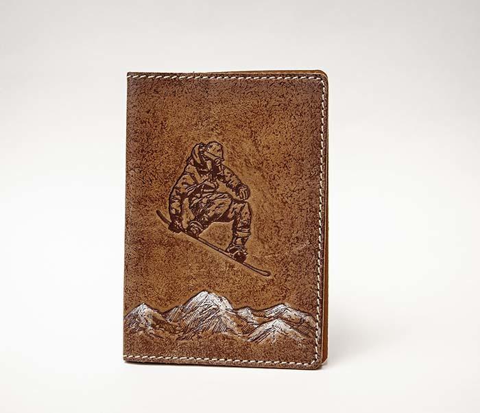 Кожаная обложка на паспорт со сноубордистом