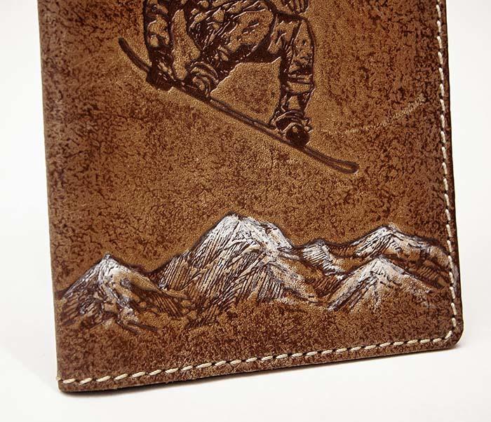 BY14-38-12 Кожаная обложка на паспорт со сноубордистом фото 03