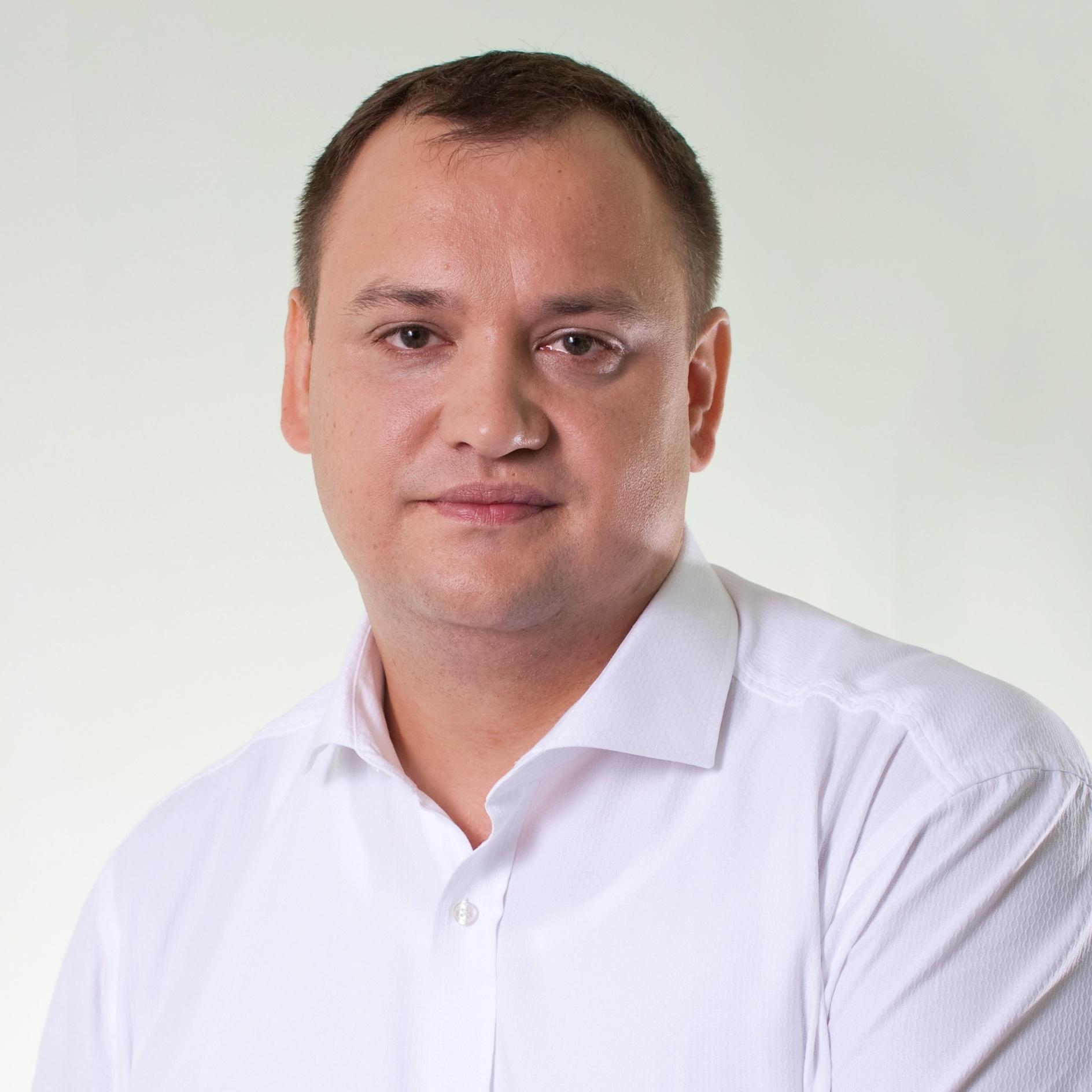 Максим Толстобров