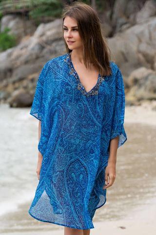 Яркая пляжная туника синего цвета