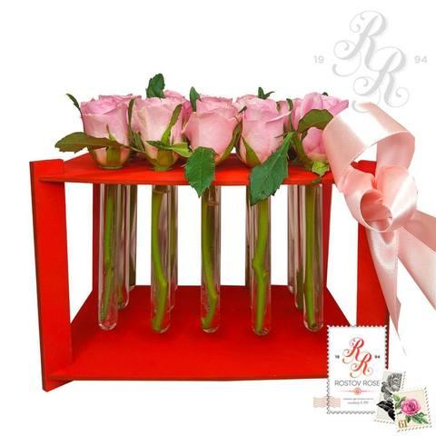 15 розовых роз в пробирке