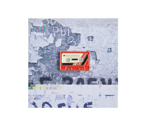 Значок металлический 90 Кассета Красная