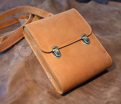 BAG380-2 Мужская сумка из кожи и дерева, ручная работа.