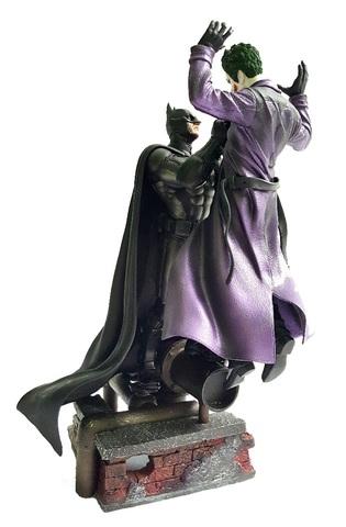 Бэтмен Летопись Аркхема статуэтка Бэтмен против Джокера