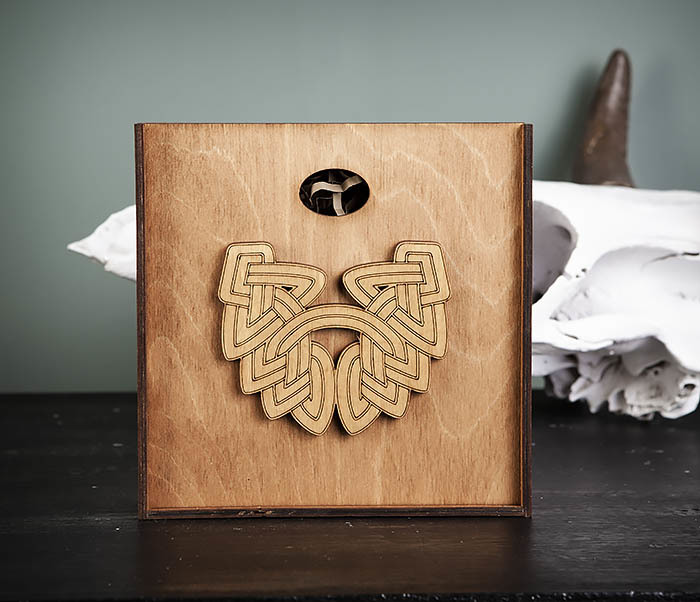 BOX218-2 Фирменная подарочная коробка коричневого цвета (17*17*7 см)