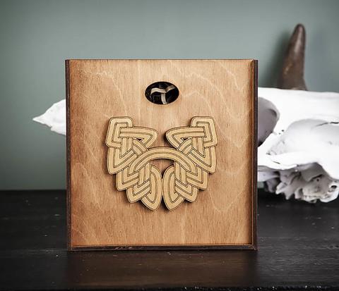 Фирменная подарочная коробка коричневого цвета
