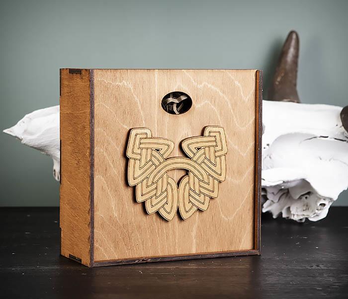 BOX218-2 Фирменная подарочная коробка коричневого цвета (17*17*7 см) фото 02