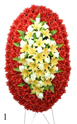 Венок украшенный цветами роз и лилии
